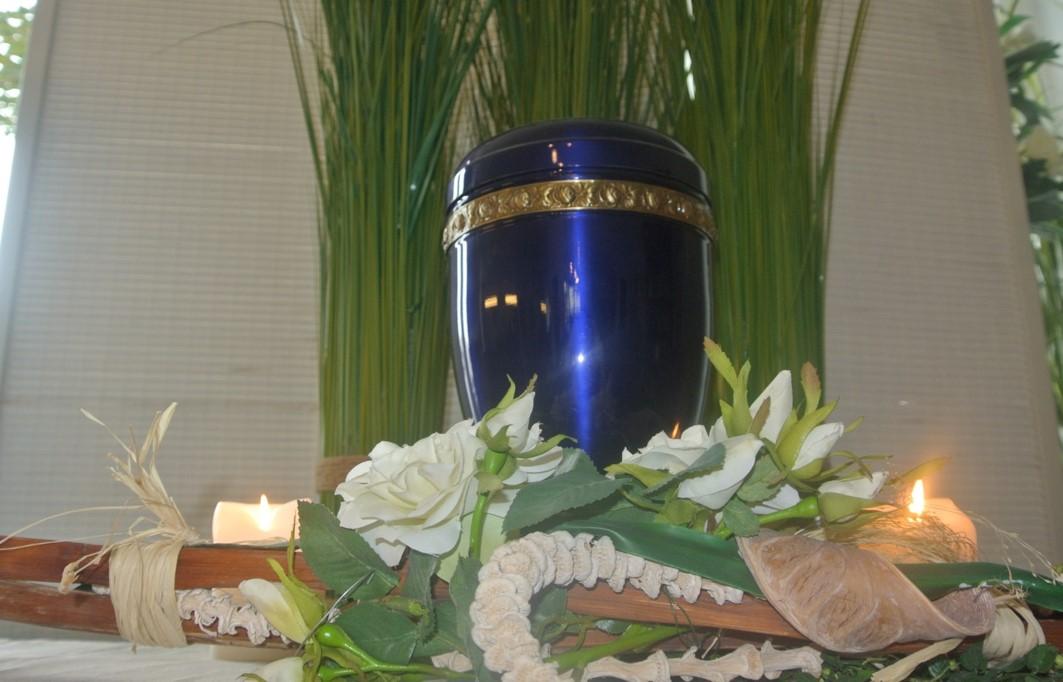 Urne 40 - Blau mit Rosenfries