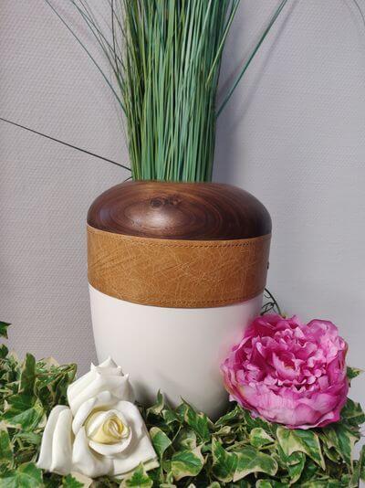 Holz Leder Urne hell