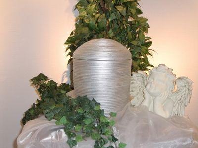Keramikurne silber gedreht