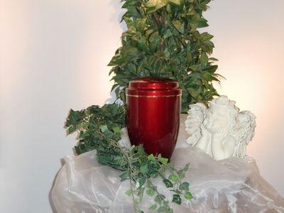 Rote Urnenkapsel für Rasengrab