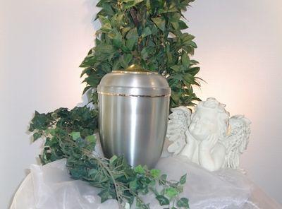 Urne silber mit Spitzdeckel gold
