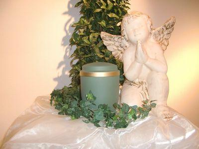 Urnenkapsel Goldrand lindgrün für Rasengrab
